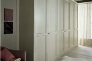 armadio lineare in legno massello