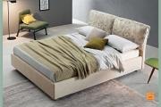 letto romantico con cuscini