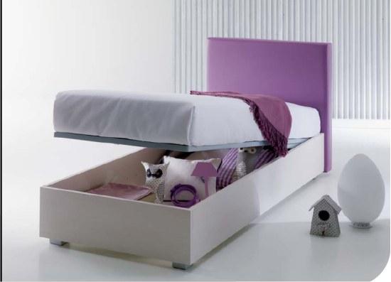 Letto con contenitore. Contenere in un baule segreto dentro al letto.
