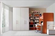 cameretta completa di scrivania e libreria