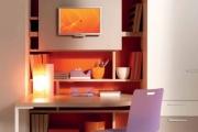 scrivania con pannello per tv