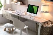 scrivania con cassettiera sospesa