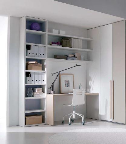 scrivania con libreria